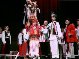 Сцена з вистави «Гуцульський рік»