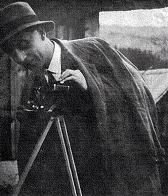 Нестор Нижанківський за фотоапаратом. Фото з колекції Ольги Бачинської