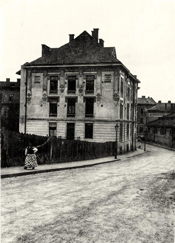 Будинок т. зв. дяківської бурси вул. П. Скарги, 2а (тепер — Озаркевича, 2), у якому знаходився «Інститутом св. Йосифа» («Студіон»). Фото початок ХХ століття