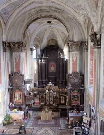 Інтер'єр костелу Різдва Пресвятої Богородиці в Комарно