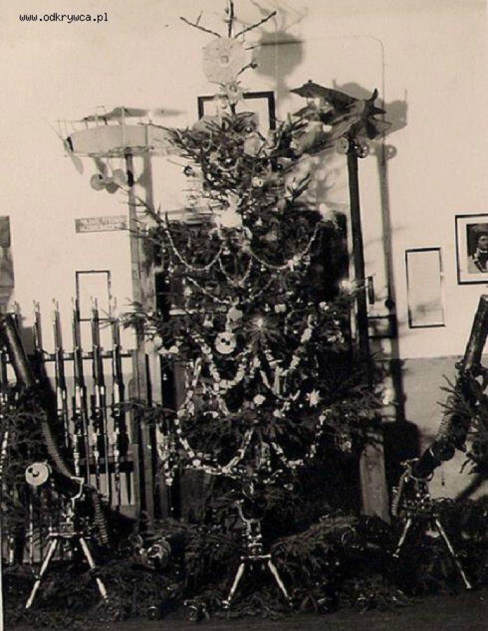 Ялинка для вояків у казармі 21 полку уланів Надвіслянських