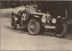 Учасник авто перегонів у Львові.
