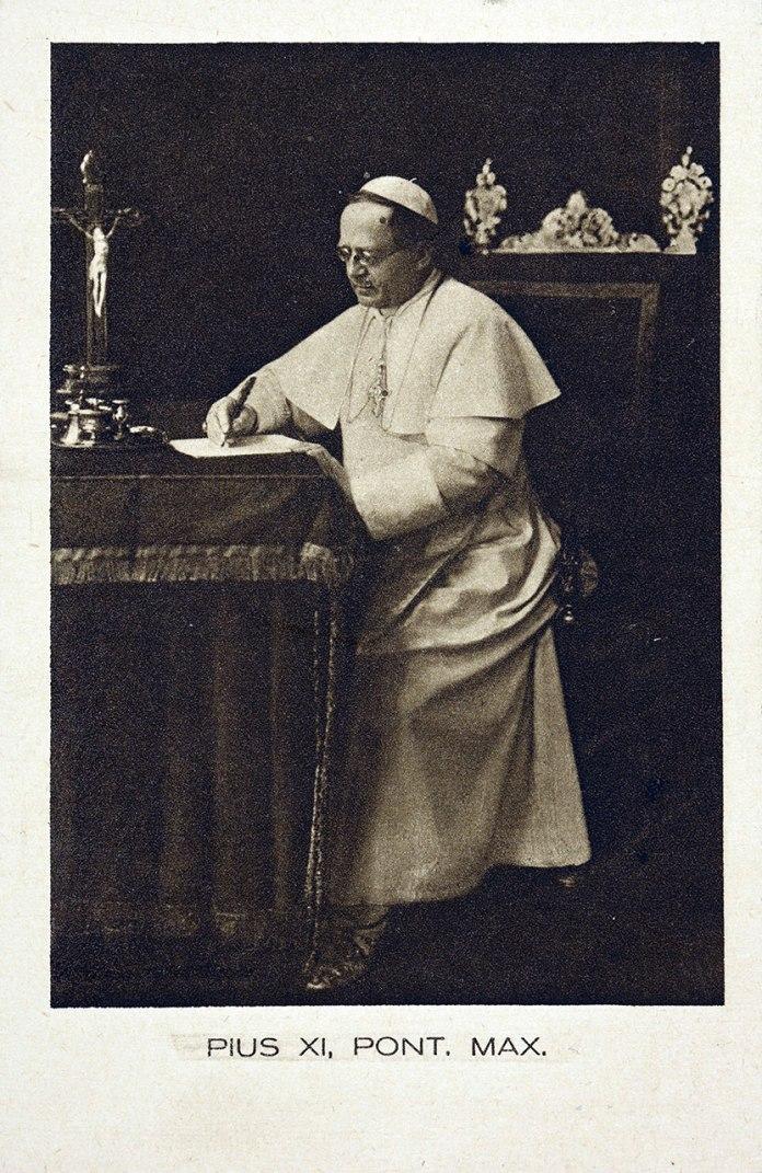 Папа Римський Пій ХІ (1857–1939). Поштівка з фондів цифрової бібліотеки Polona