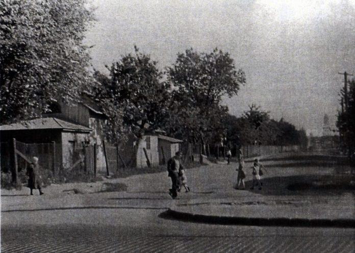 Вигляд колишньої вулиці Церковної зі сторони вулиці Городоцької, поч. 60-х рр. ХХ ст. Автор - Степан Судейко