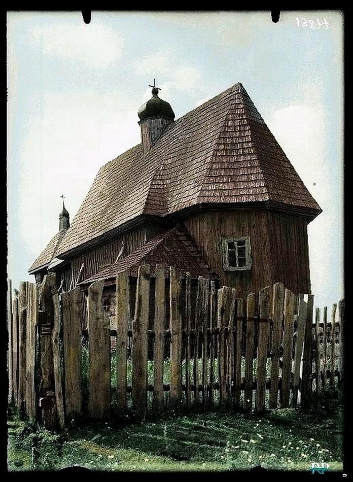 Миколаївська церква у Люб'язі. Дерев'яна церква, побудована у XVIII ст. У свій час храм уник синодальної російської перебудови і зберіг свої готичні риси, але не зберігся до нашого часу. Фото 1929 року.