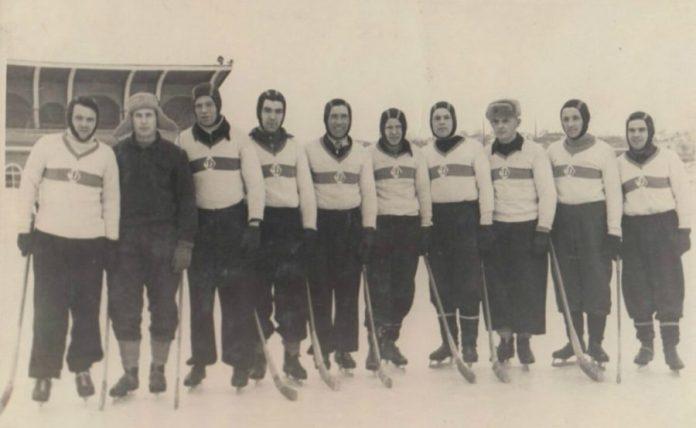 Команда «Динамо» з Рівного на старому стадіоні «Колгоспник»