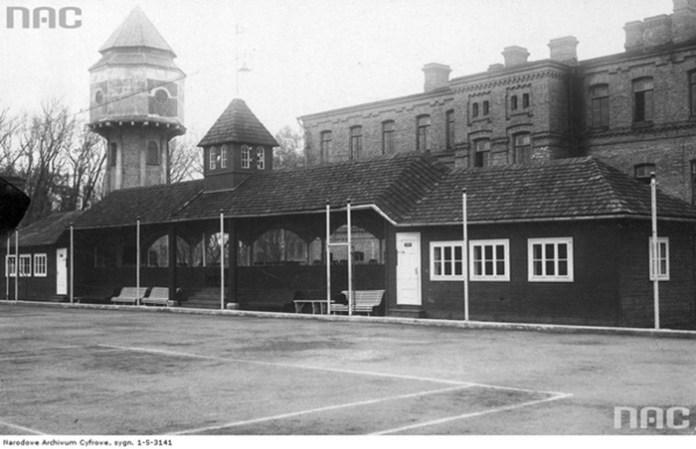 Корти у військовому містечку, які взимку використовували як хокейне поле, 1934 рік