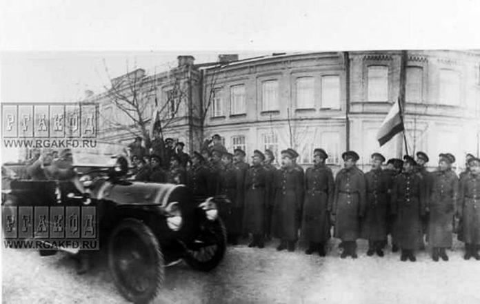 Вояки Рівненського гарнізону зустрічають царя