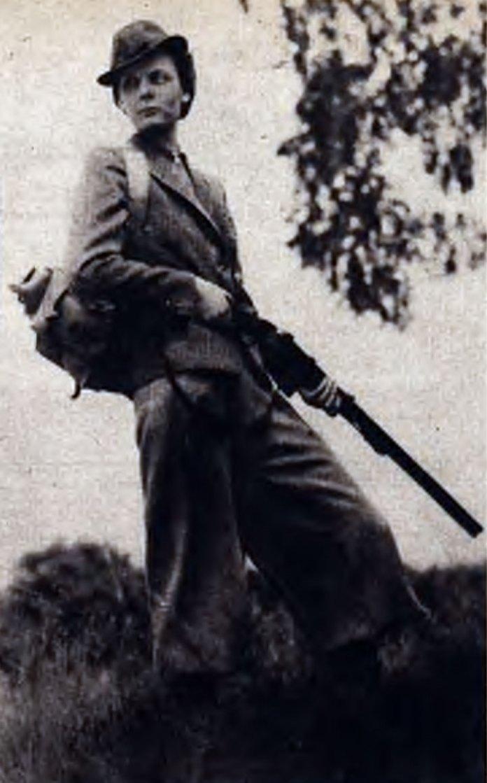 Жінка на полюванні в Галичина на початку ХХ століття