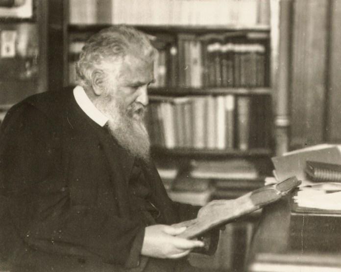 Митрополит Андрей Шептицький у бібліотеці