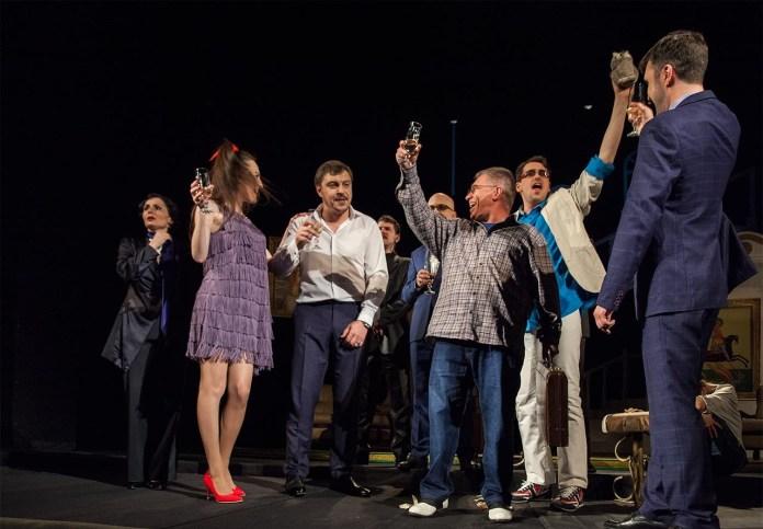 Сцена з вистави «Соло для мідних труб»