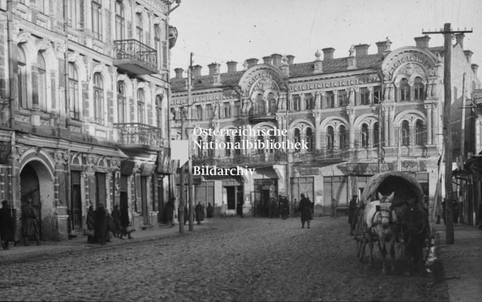 Будинки Іллі (зліва) і Марка (прямо) Кронштейнів в Луцьку, фотограф Франц Пахляйтнер