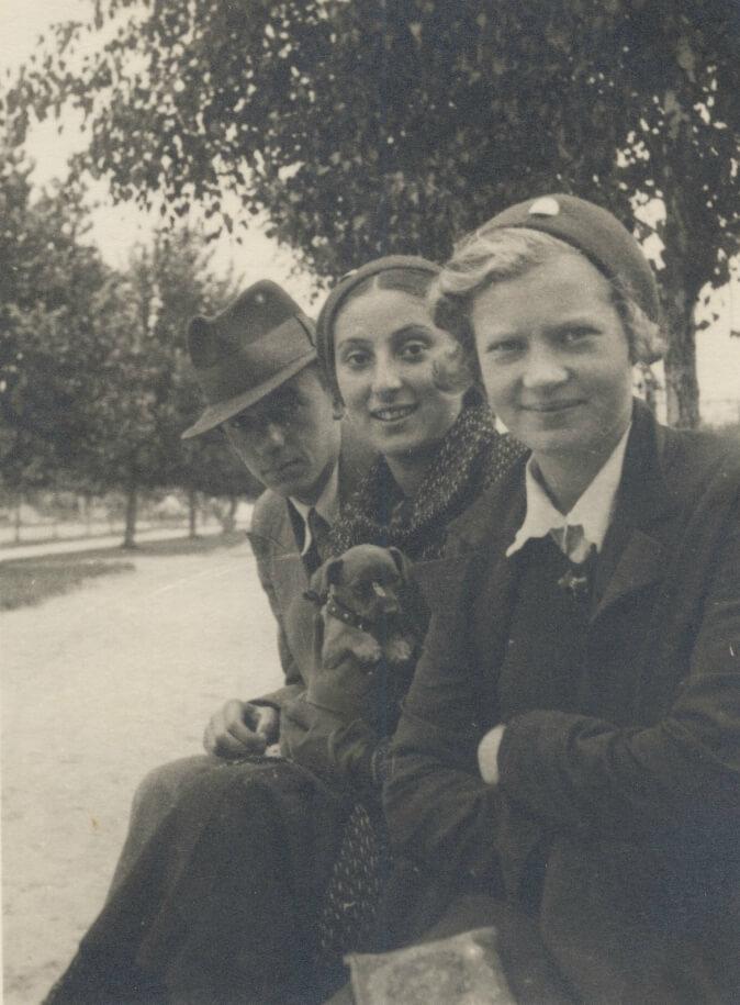 Гінчанка з друзями, Рівне, 1937 р