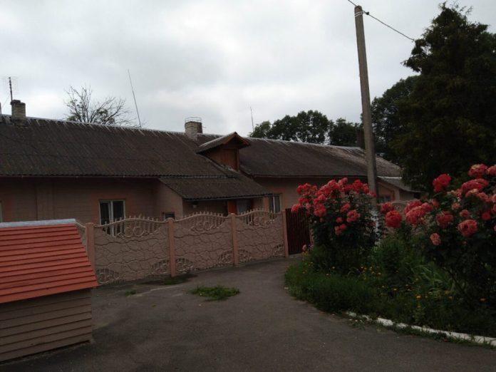 Колишній будинок садівника і теплиця