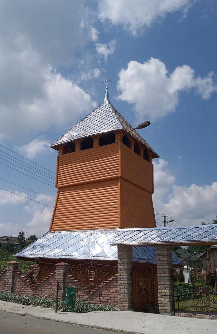 Дзвіниця Грушівської церкви Пресвятої Тройці. Фото Мар'яни Іванишин.