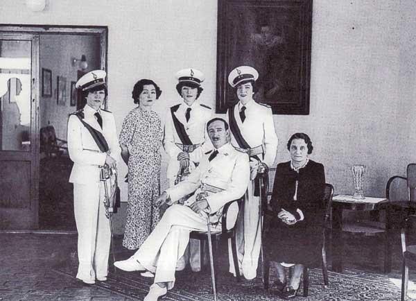 Король в оточенні родини. Фото з https://www.quora.com