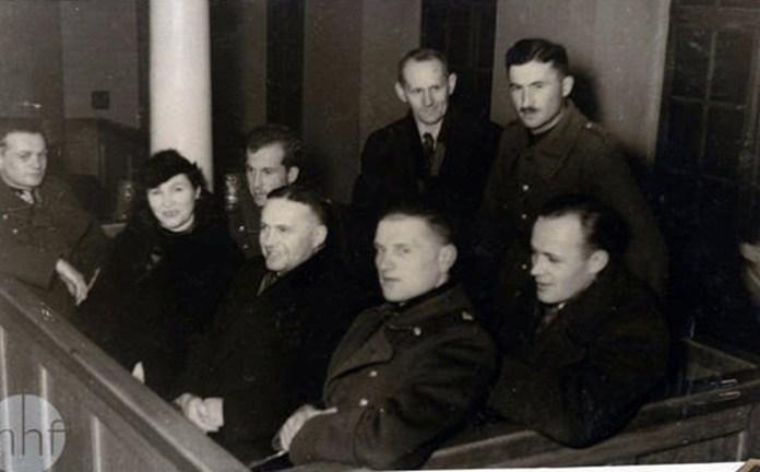Група військових і цивільних в Будинку польського жовніра. Фото майстрів салону «Альфа», 1936 рік