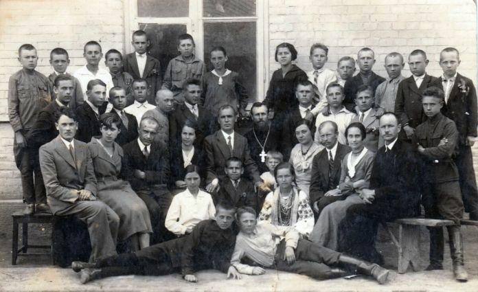 Городоцька школа, 1937 рік. У 2-у ряду четверта зліва Клавдія Оскілко