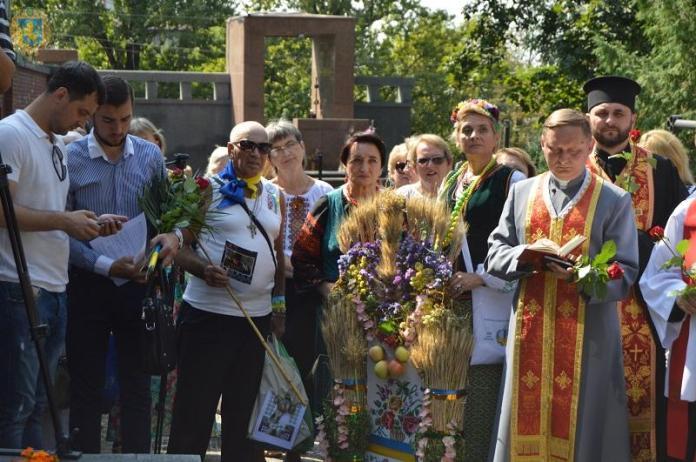 Освячення «Дзвону Пам'яті» на Янівському цвинтарі