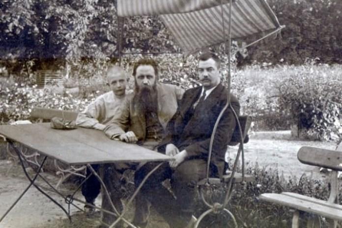 Барон Штейнгель (посередині) і лікар Ріхтер (праворуч). Фото з архіву І. В. Куліш-Лукашевич