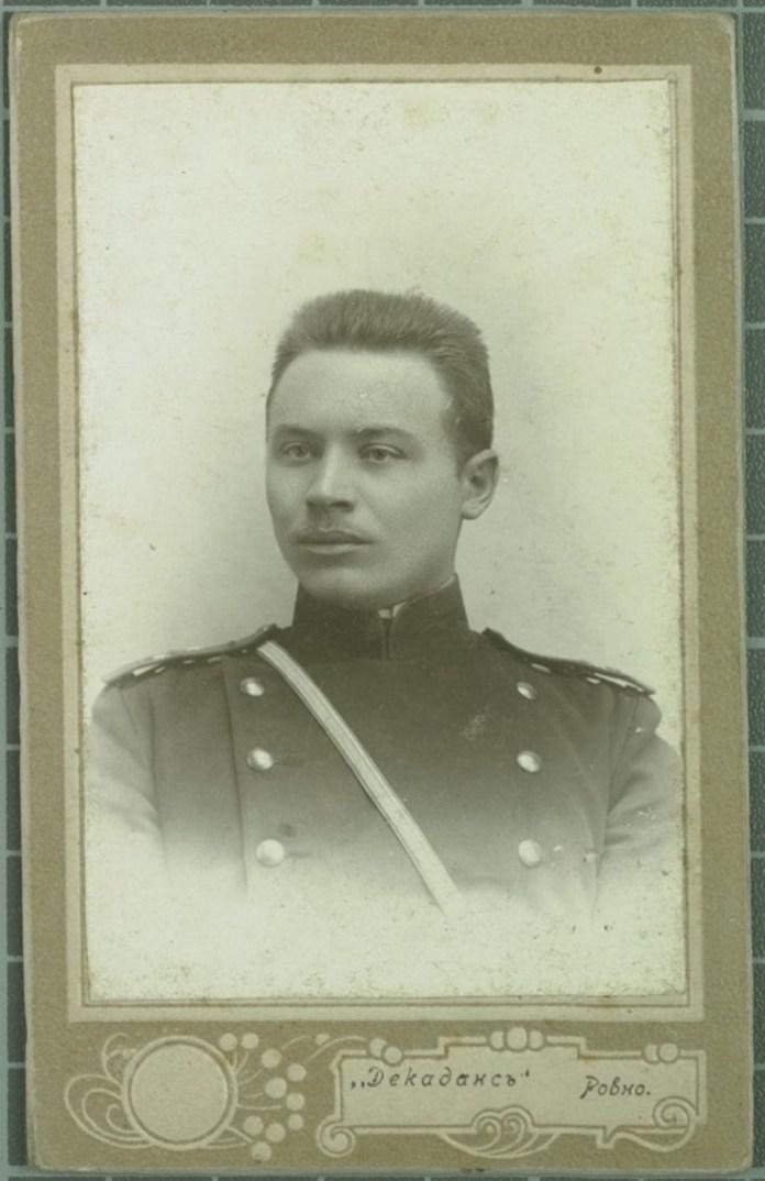 Салон «Декаданс», фото військового 1904 рік