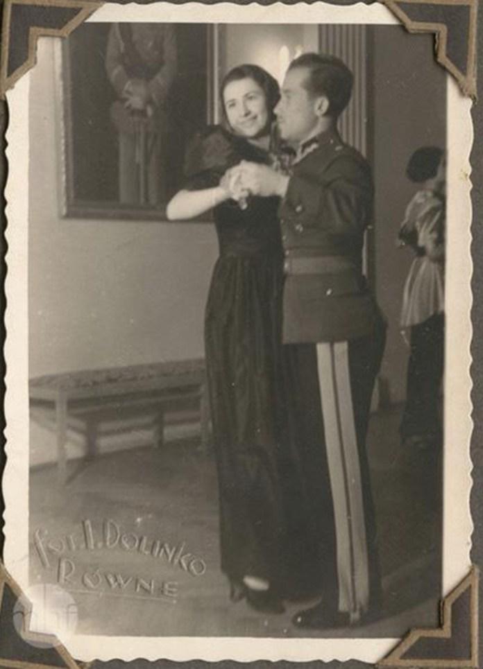 Танцювальна вечірка з військовими. Фото 1936 року, Долінко