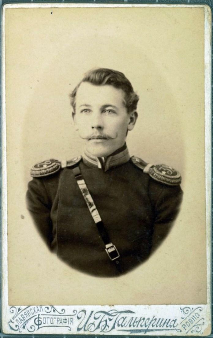 Салон Гальперіна, портрет російського офіцера