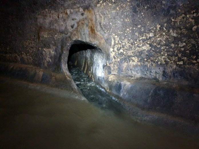 Бокова притока чистої води десь в районі шостої школи