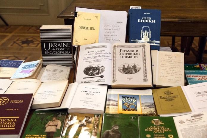 Книги передані представникам громади села Бишки, Козівського району, Тернопільської області