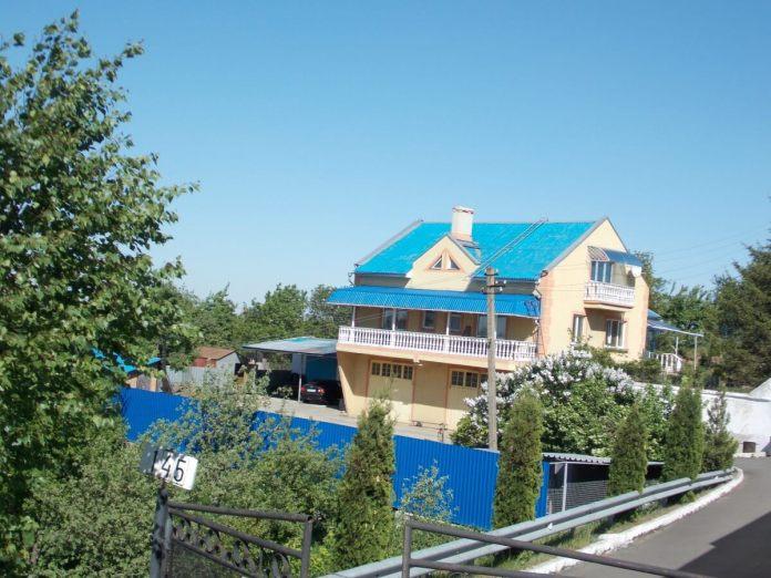 Вул. Київська, 145. Тут була початкова школа № 13