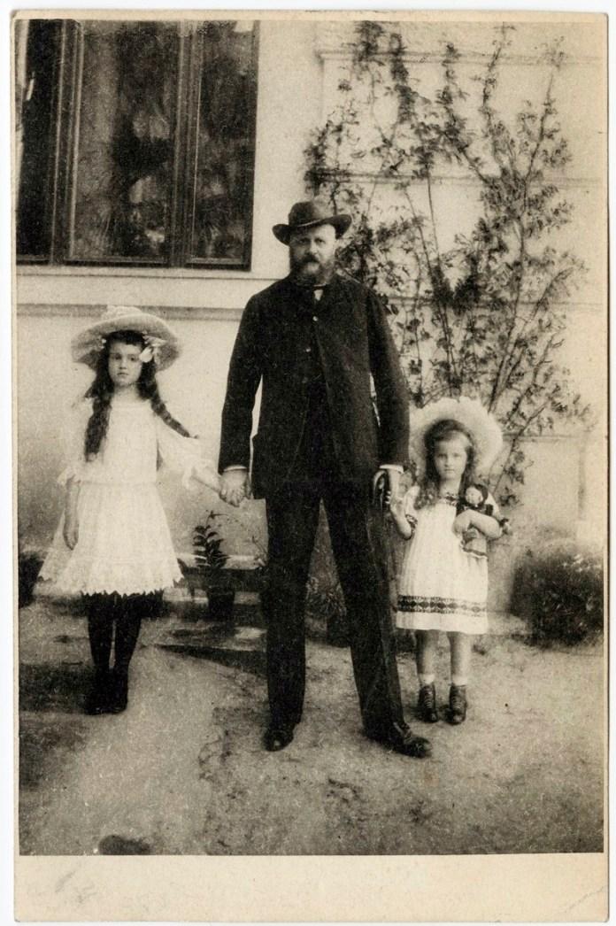 Кароль Лянцкоронський із своїми дітьми Кароліною та Аделаїдою