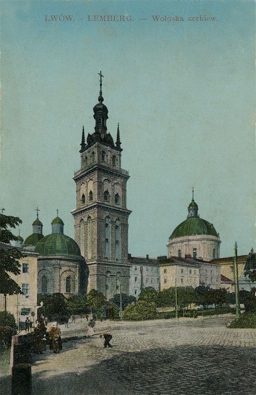 Волоська (Успенська) церква, 1915 р. З колекції Софії Легін. Перед храмом видно затишний зелений скверик