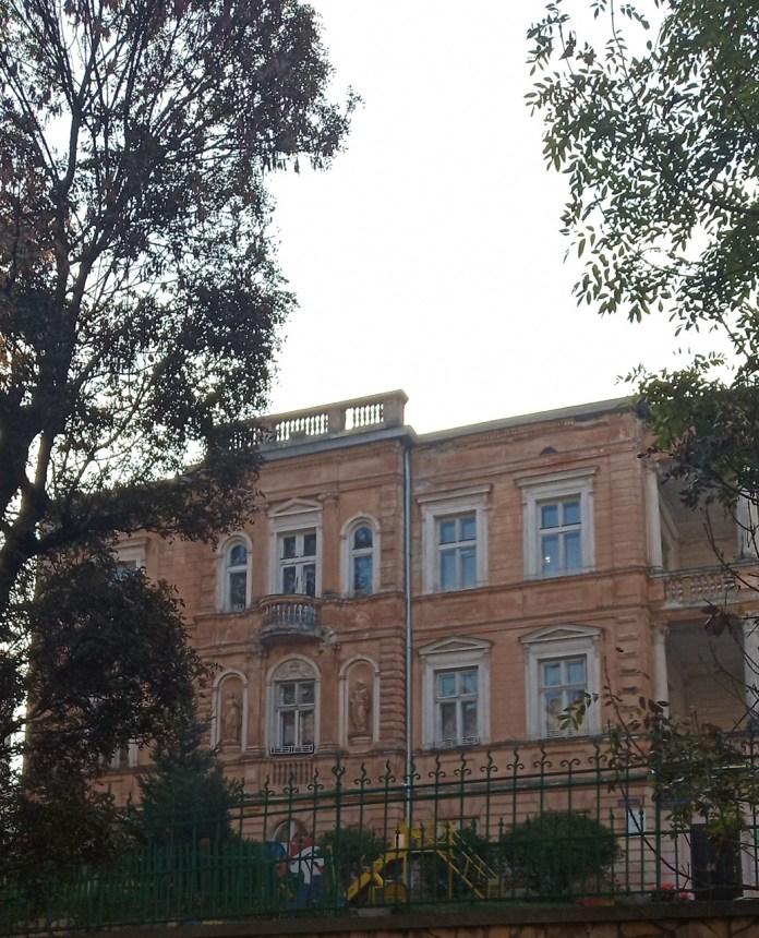 Дитяче поліклінічне відділення, вул.Паркова, 1. Фото Мар'яни Іванишин.