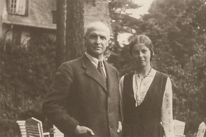 Єлисавета Скоропадська з батьком. Фото з https://tyzhden.ua/history/131787