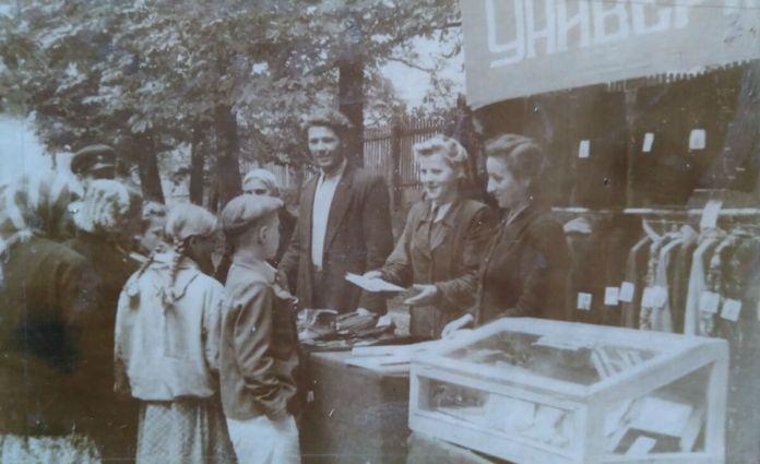 Виїзна торгівля в парку ім. Шевченка, 1947 рік