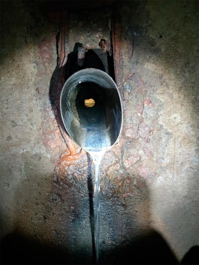 Вирішив зробити беззаперечну фотку що це саме фекальна каналізація а не просто вода. Врізка зі сторони Кльозельників.