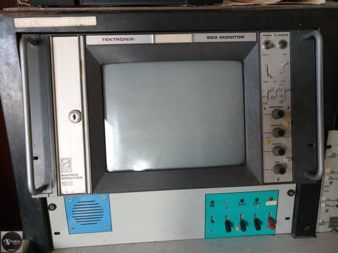 Tektronix це зараз крута фірма шо випускає вимірювальне обладнання. А тоді звичайні монітори.