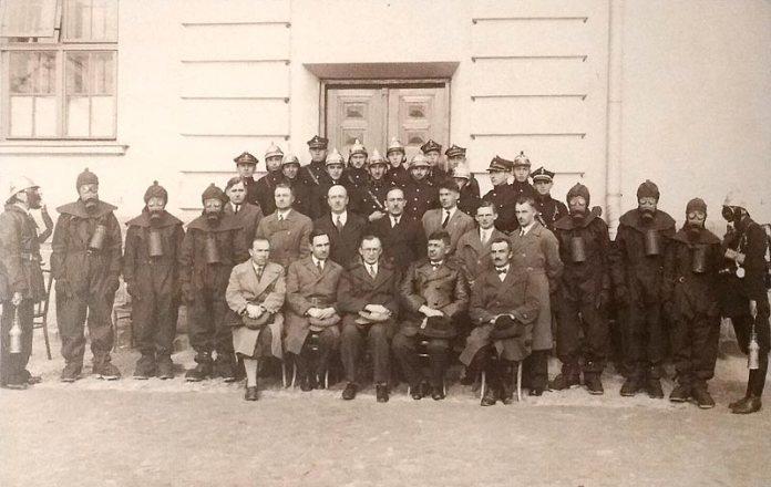 Члени луцької Ліги оборони протиповітряної і протигазової (L.O.P.P.), 1932. Зображення з архіву Віктора Літевчука