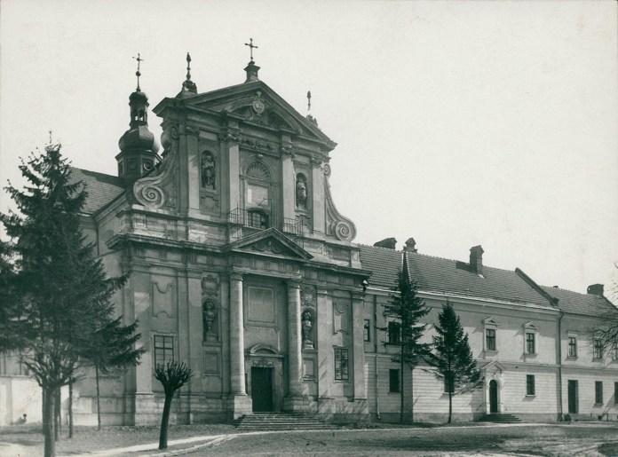 Церква Стрітення Господнього (колишній костел Матері Божої Громничої монастиря кармеліток босих).