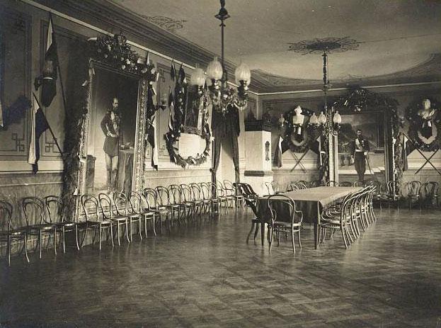 Актова зала гімназії, фото 1913 року