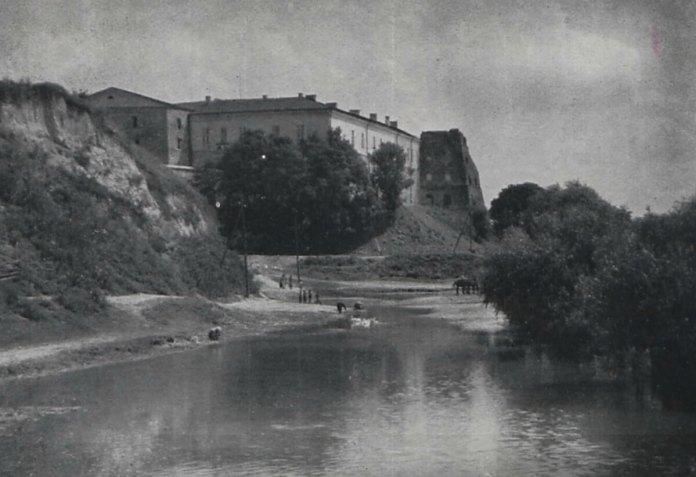 Вид на Клеванський замок, фото поч. ХХ ст. Ян Булгак