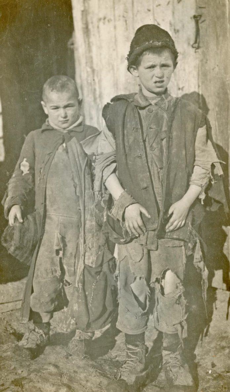 Єврейські сироти-безпритульні на вулицях Рівного після Першої світової війни