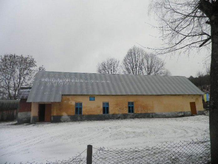Хата, у якій в одній з п'яти кімнат жила родина Звіринських. Фото Ю. Чабан, 2016 р.