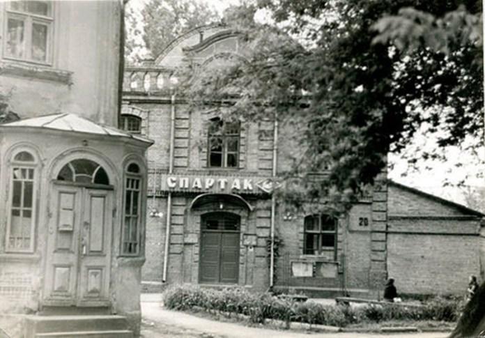 Спортзал-Спартак-у-колишній-електростанції,-фото-кінця-80-х-років