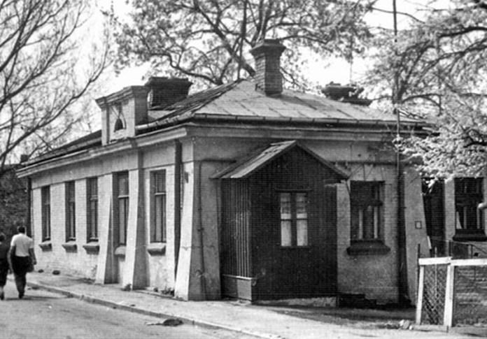 цьому будинку на початку ХХ ст. була перша муніципальна електростанція, фото з книги О.Прищепи