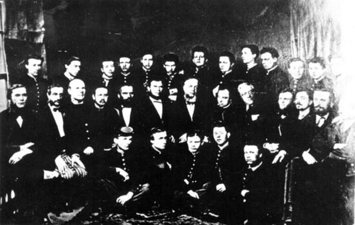 Викладачі і випускники Рівненської гімназіїї 1871 року, серед яких був і Володимир Короленко