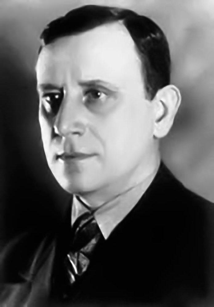 Актор (виконавець характерних ролей), режисер і сценограф Леонід Боровик.