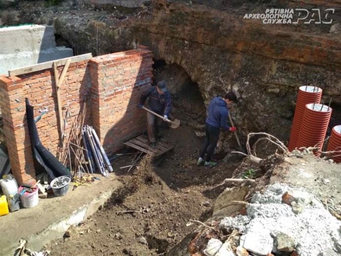 У Бродах розпочато археологічні дослідження