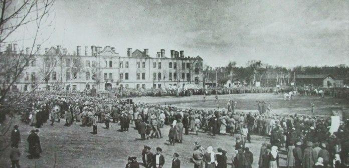 Казарменний майдан, який використовували й для маніфестацій, 1917 р.