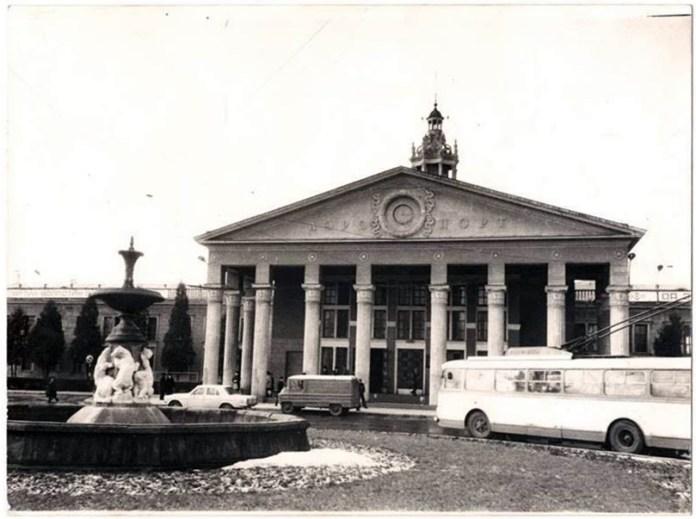 Термінал 1 львівського аеропорту з боку вулиці Любінської